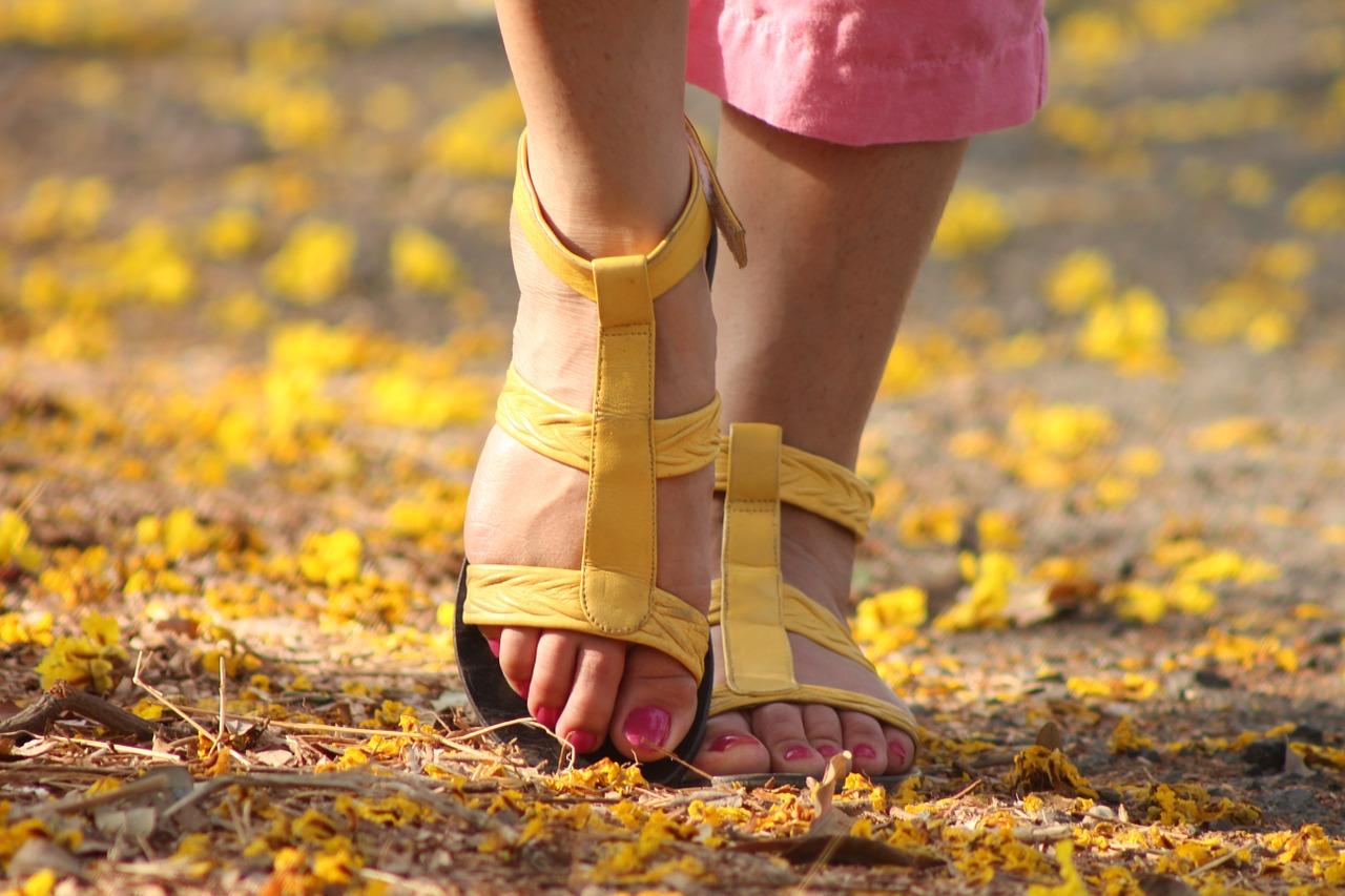 myrkrypningar i fötterna
